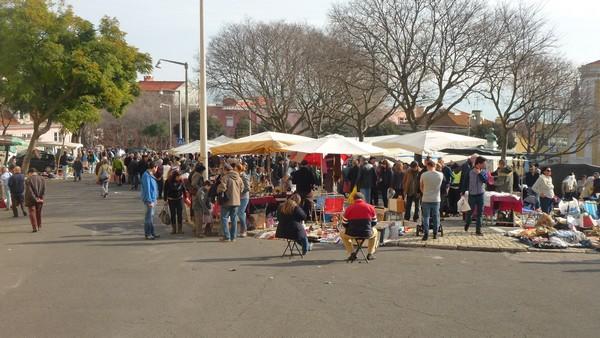 Feira da Ladra, marché au puce lisbonne