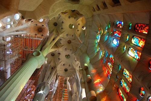 plafond-sagrada-familia-barcelone