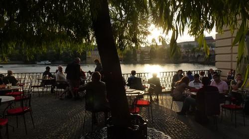 Cafe-Lavka-ou-sortir-prague