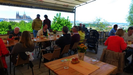 restaurant-prague-colline-petrin-Petrinske-terasy