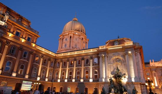 Visiter Palais Royal budapest