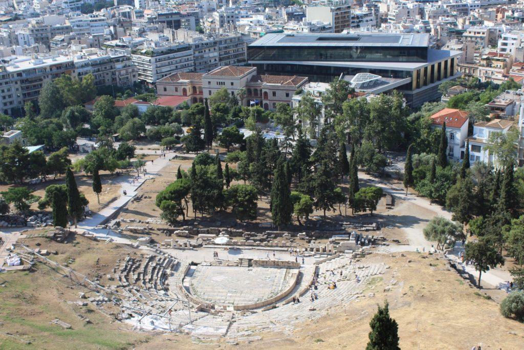 vue-musee-acropole-et-theatre-Dionysos