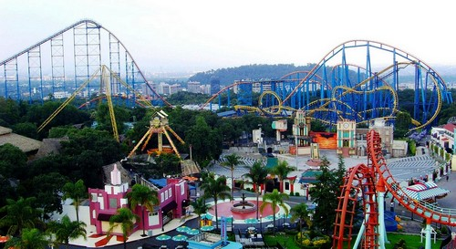 six-flags-parc-attraction