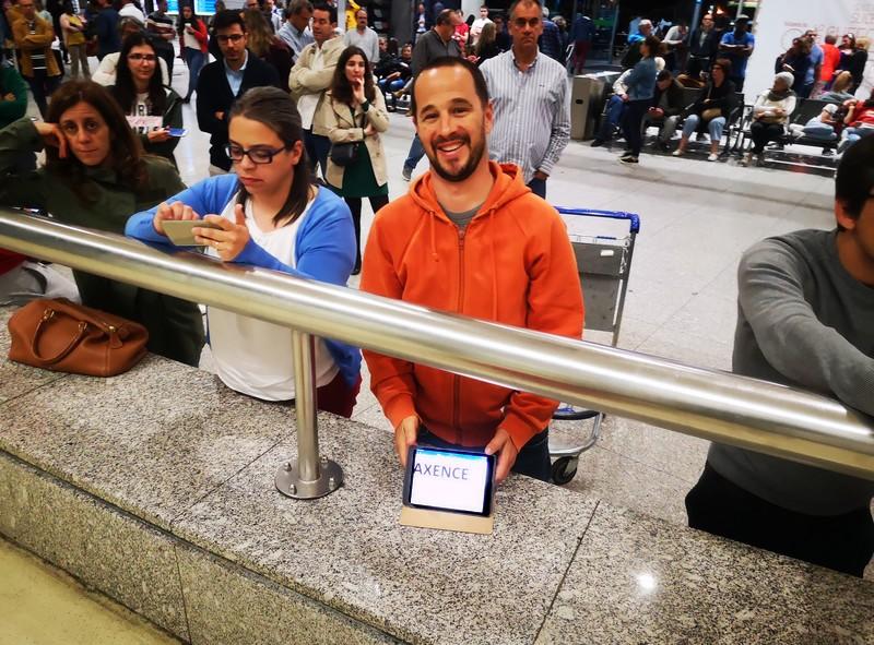 chauffeur-lisbonne-pancarte-aeroport-francais