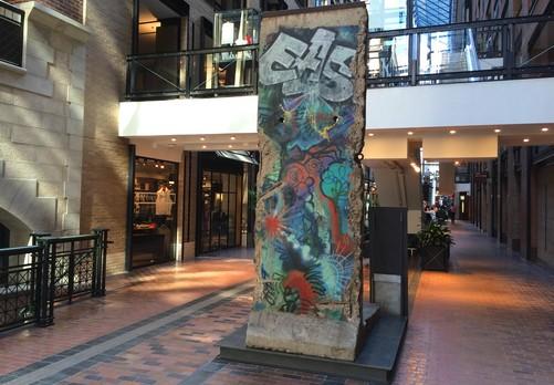 mur-de-berlin-centre-commerce-mondial-montreal