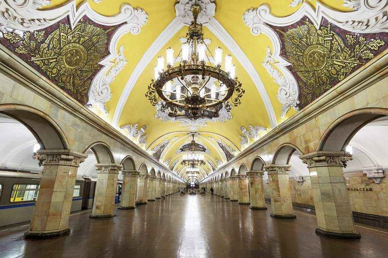 station-metro-saint-petersbourg