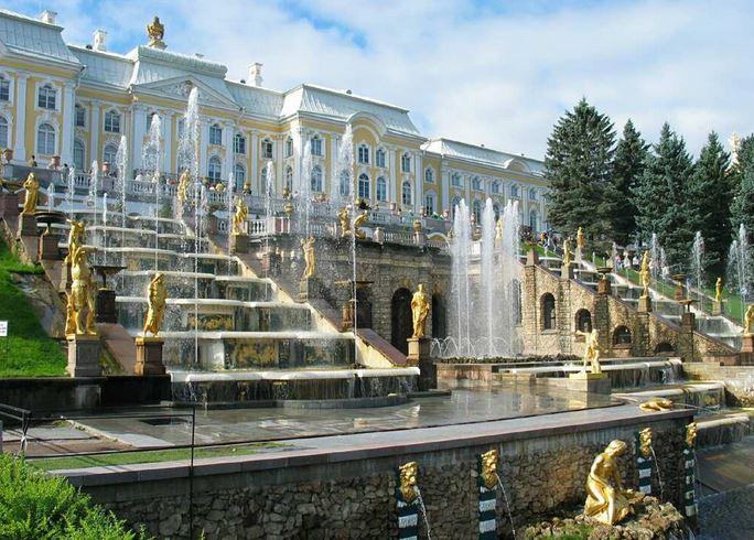 visiter-palais-peterhof-grande-cascade