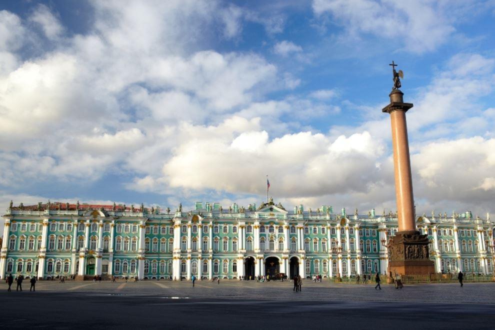 visiter-place-du-palais-d-hiver-saint-petersbourg-russie