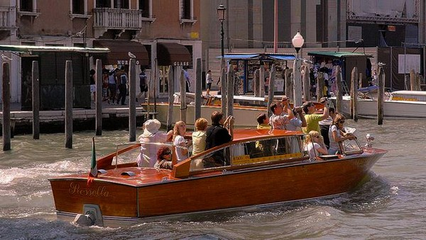 rejoindre-hotel-venise-en-bateau-taxi