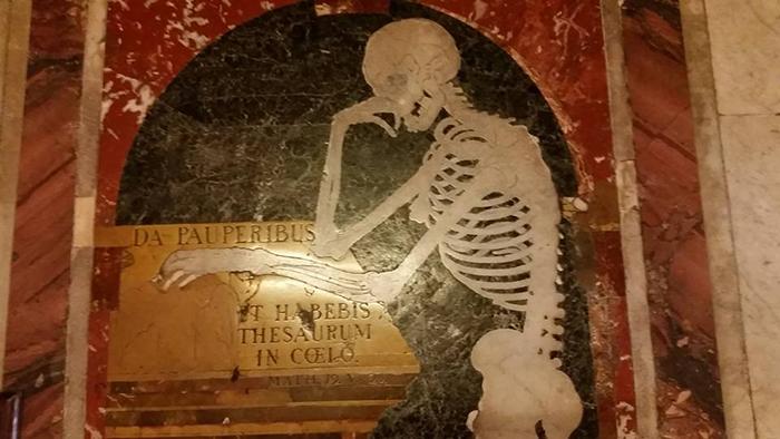 Squelette-sol-Cathedrale-Saint-Jean-de-la-Valette