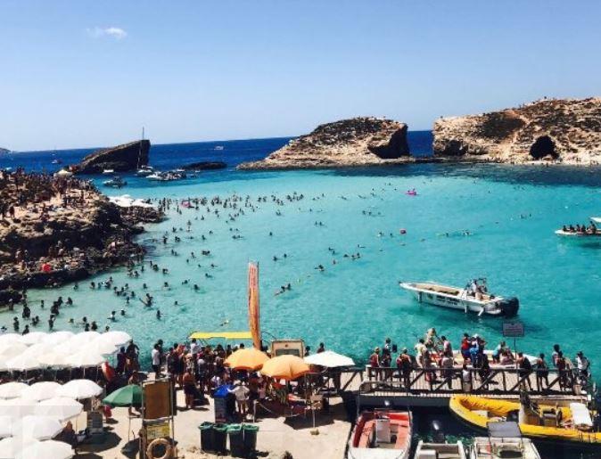 touriste-comino-blue-lagoon