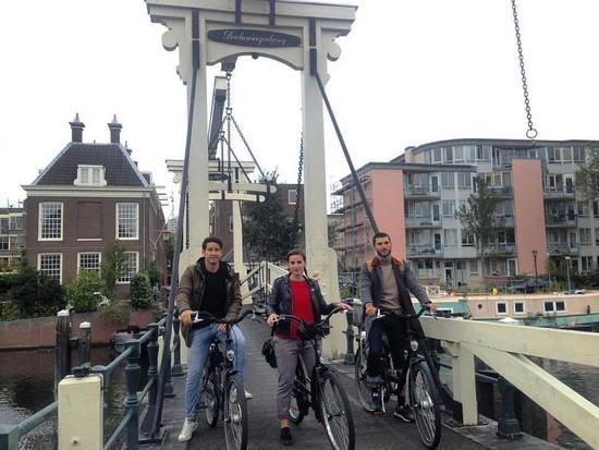 visiter-velo-et-bateau-amsterdam-francais
