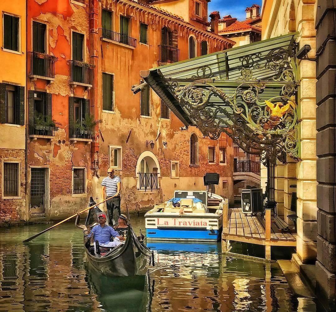 Entree-canal-La-Fenice-Venise-opera