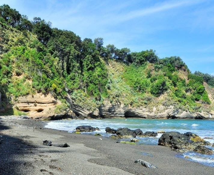plage-Pozzo-Vechio-ile-procida
