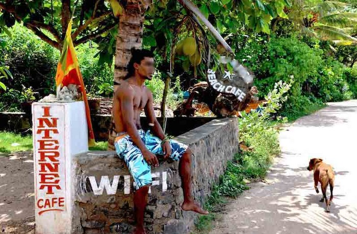 beach-boy-sri-lanka-securite