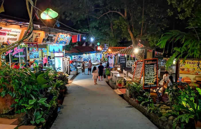 walking-street-koh-lipe-nuit