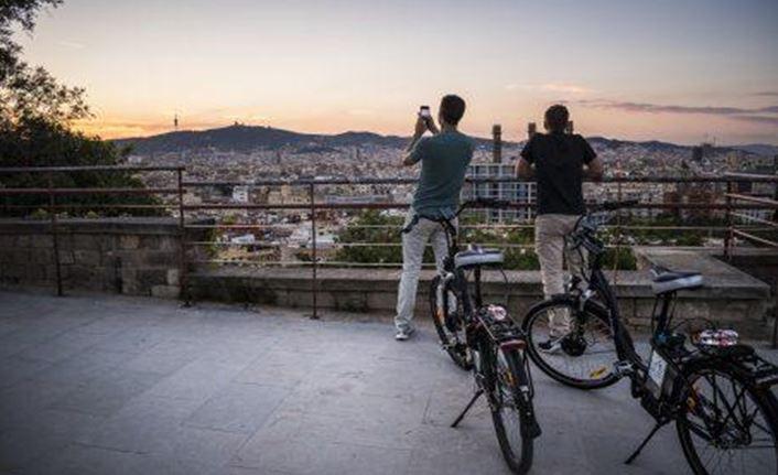 activite-barcelone-coline-montjuic-velo-electrique-en-francais