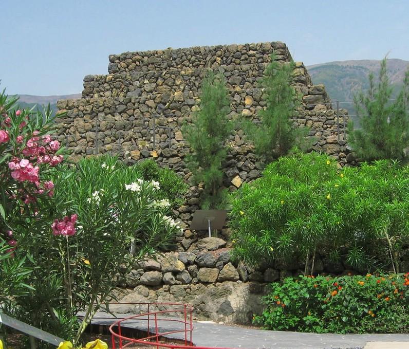 pyramide-guimar-tenerife