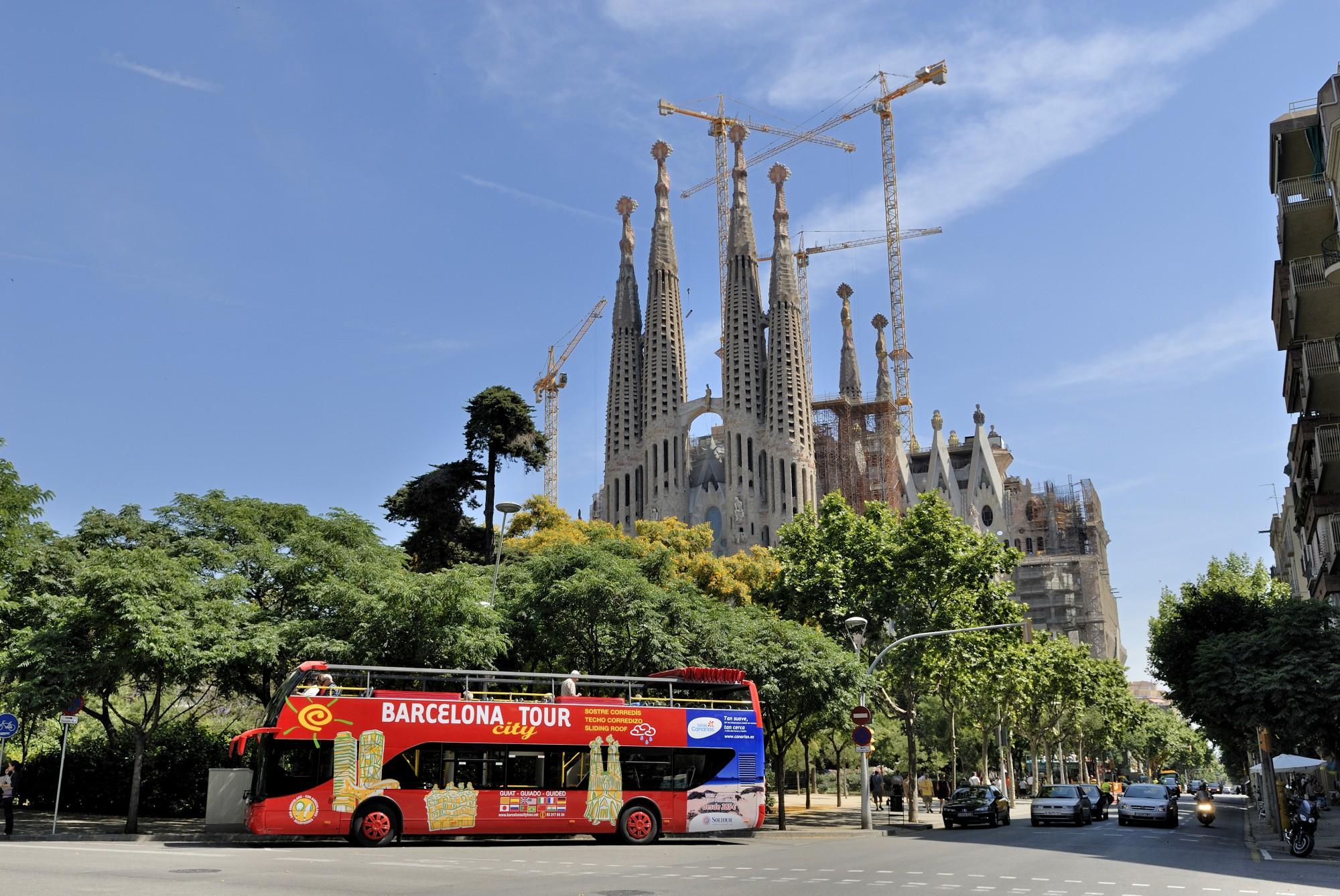 Barcelone-tour-touristique-arret-sagrada-familia