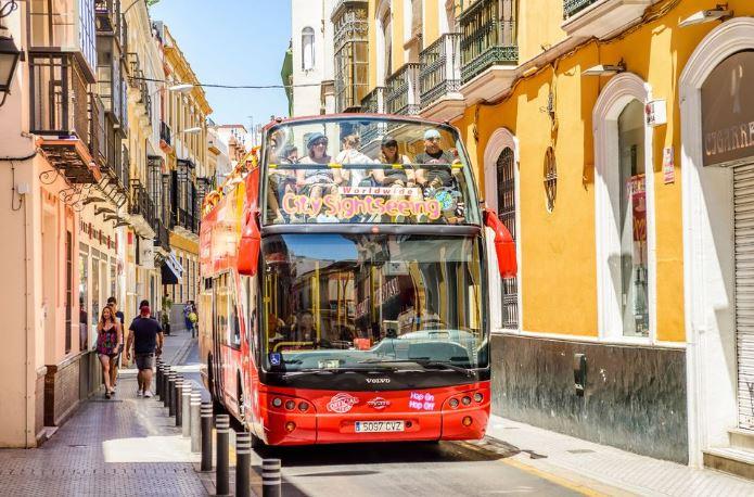 getyourguide-sevilla-bus-touristique