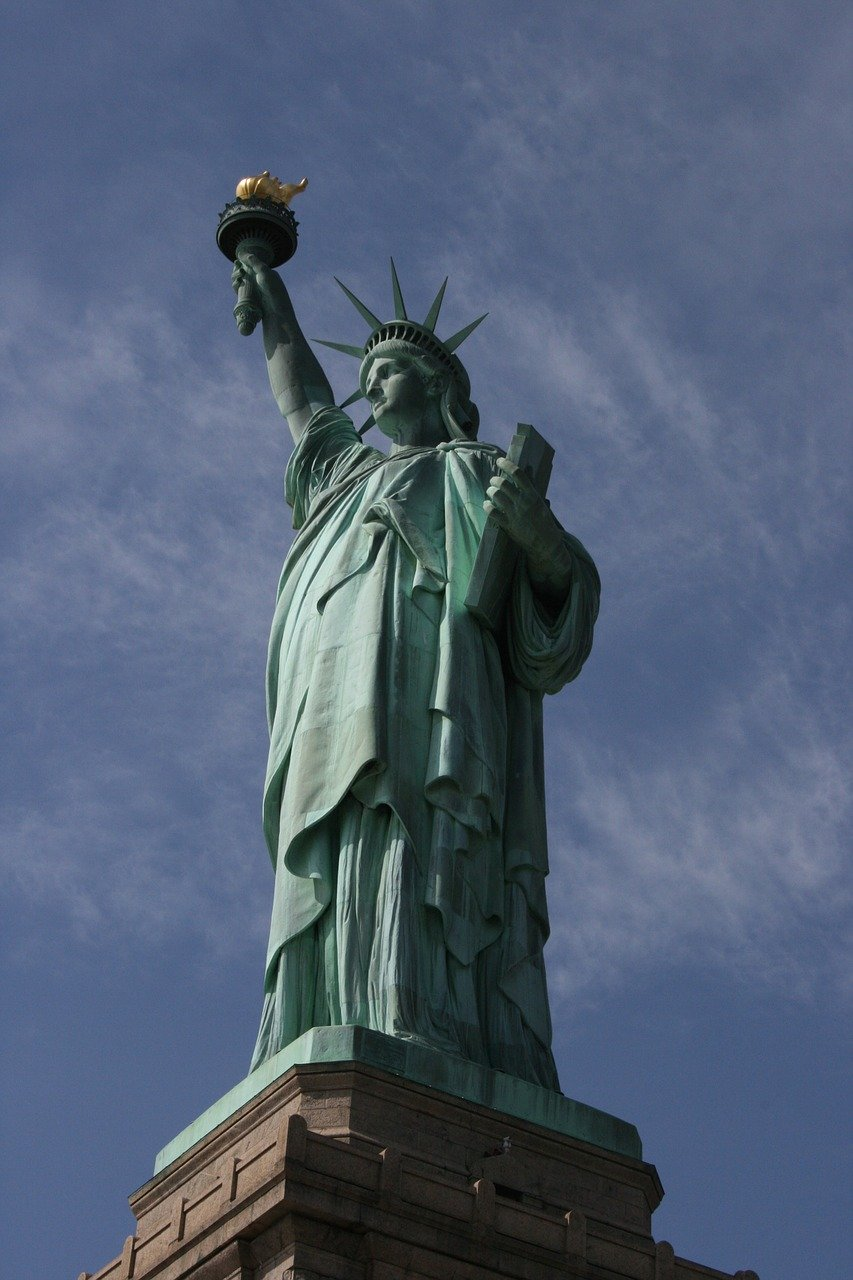 statut-de-la-liberté-toge