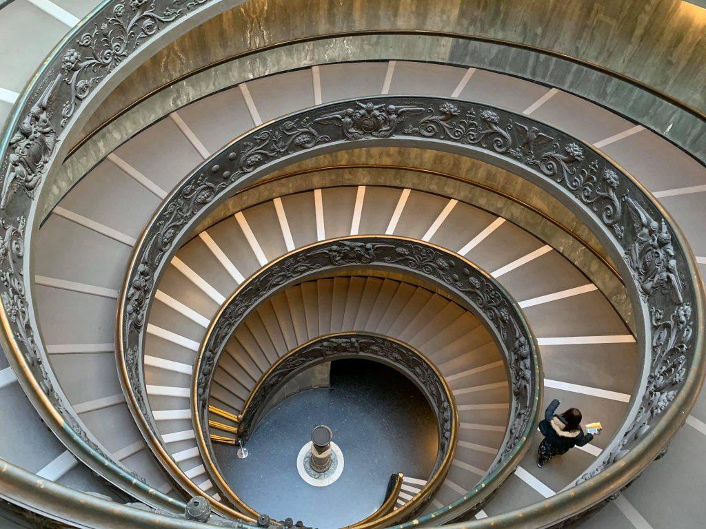 visiter-musee-vatican-escalier