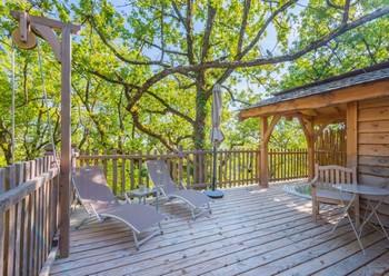 cabanes-dans-les-arbres-dans-les-bois