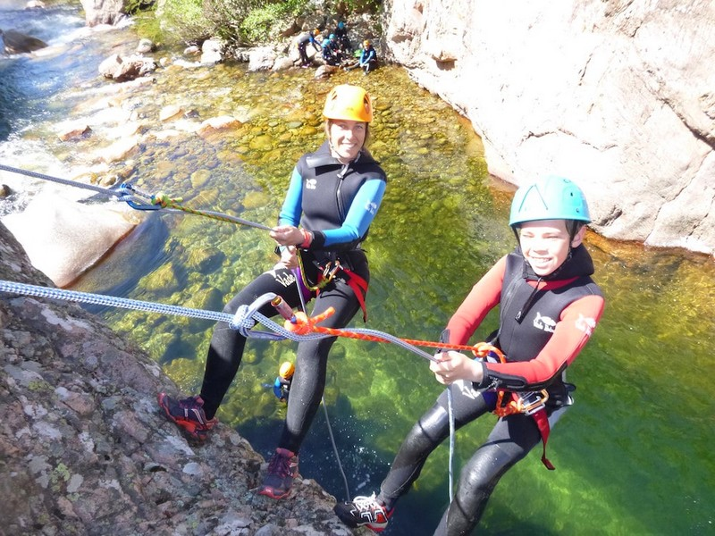 canyon-gravona-corse-activite-en-famille-canyoning