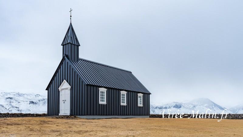 Eglise-noire-de-Budir-islande