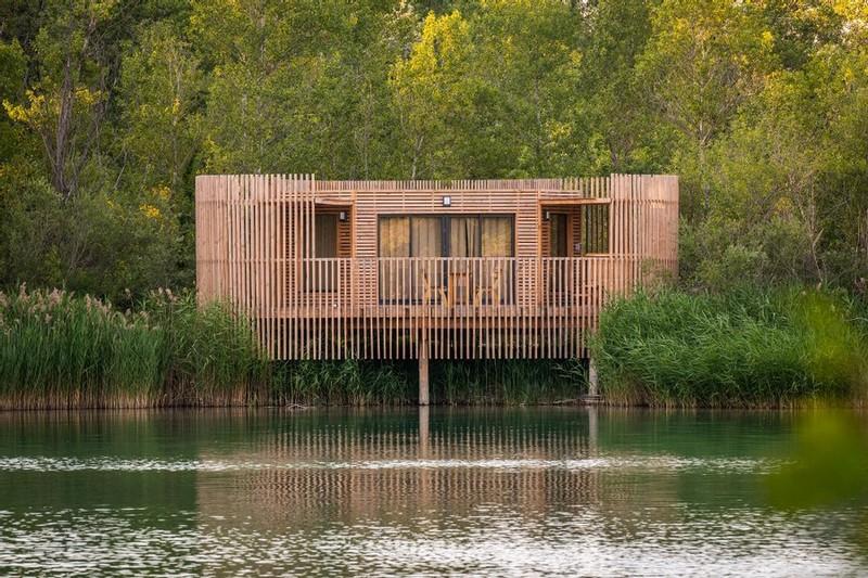 cabane-provence-sur-l-eau-coucoo
