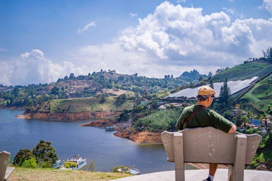 excursion-depuis-Medellin-guatape-piedra-del-penol-et-croisiere