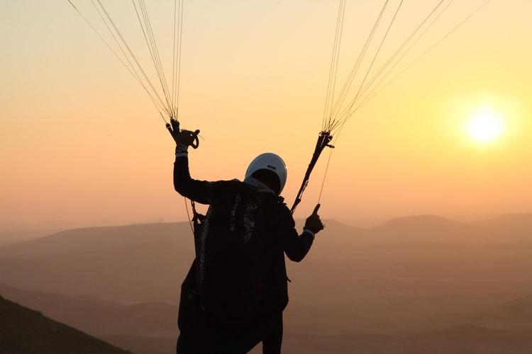 saut-parachute-couche-de-soleil