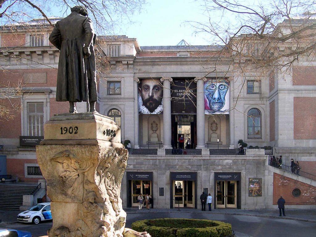 Statue de Goya devant le Musée du Prado de Madrid