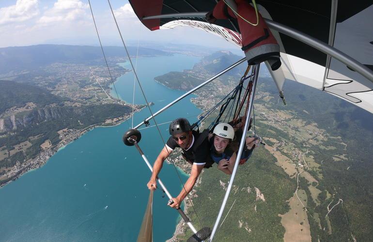 activite-deltaplane-lac-annecy