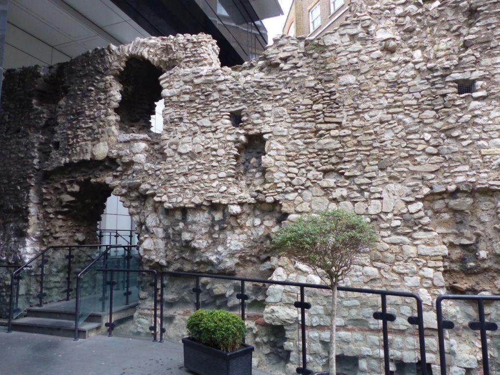 activite-famille-londres-contes-et-legendes-mur-romain