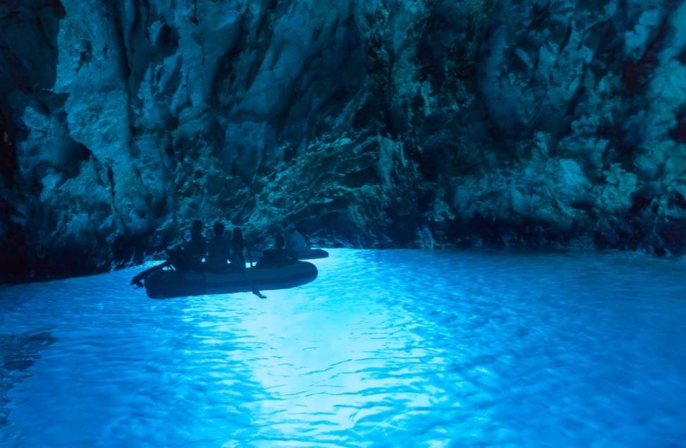 grotte-bleue-depuis-omis-croatie