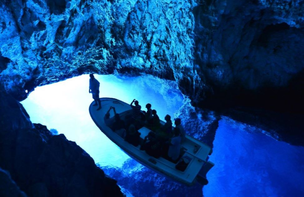 grotte-bleue-depuis-split-bateau