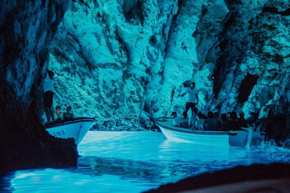 meilleures-excursions-bateau-grotte-bleue