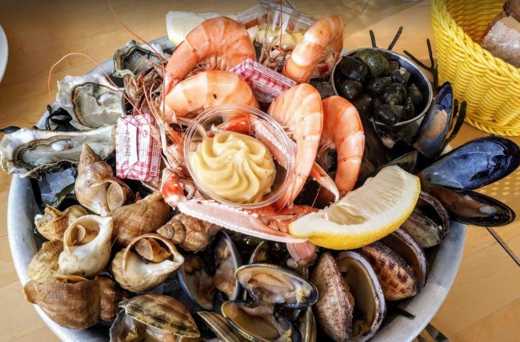 ou-manger-lateau-fruit-mer-andernos-chez-huguette