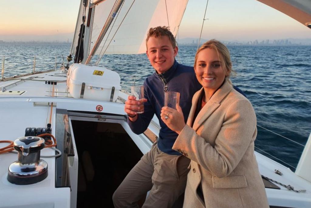 activite-barcelone-navigation-voilier-champagne