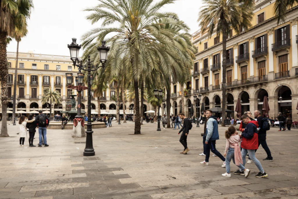 activite-barcelone-visite-guidee-culture-rue-foot