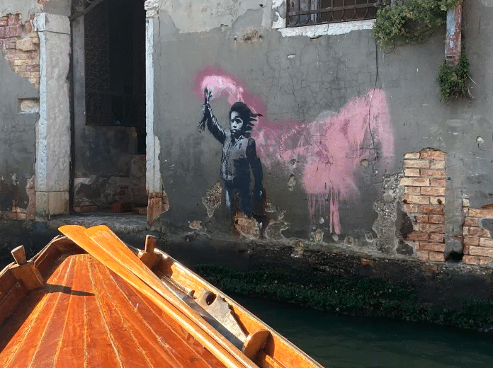 excursion-venise-bateau-traditionnel-venitien-banksy