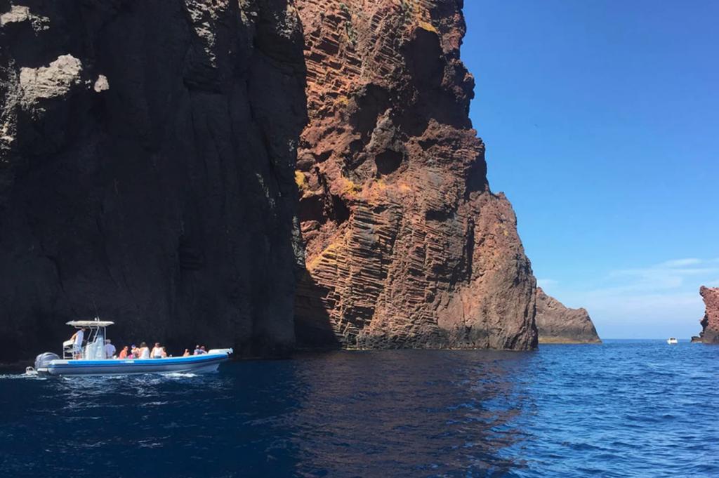 visiter-la-reserve-naturelle-de-scandola-en-bateau
