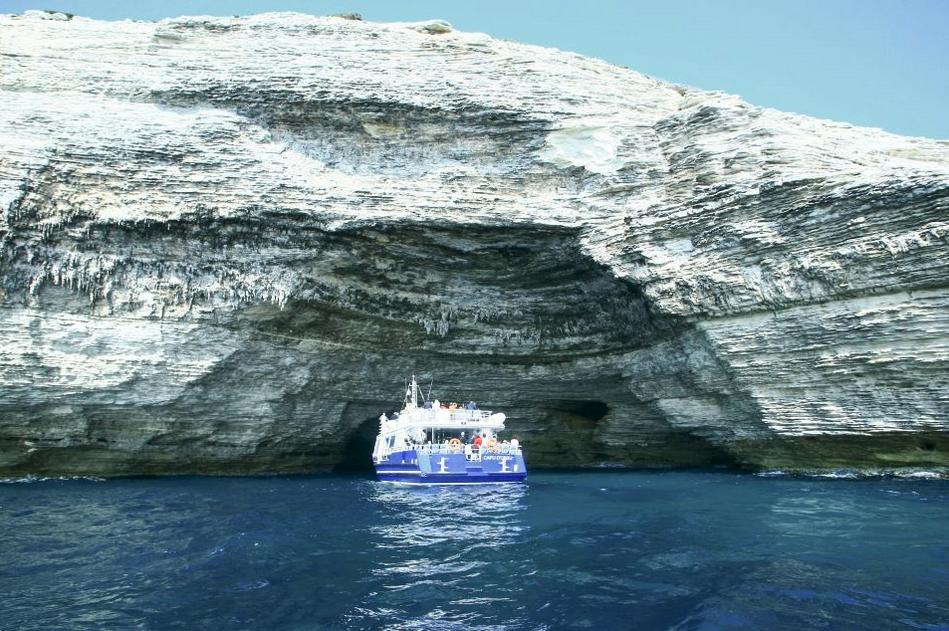visiter-sud-de-la-corse-balade-en-bateau-bonifacio