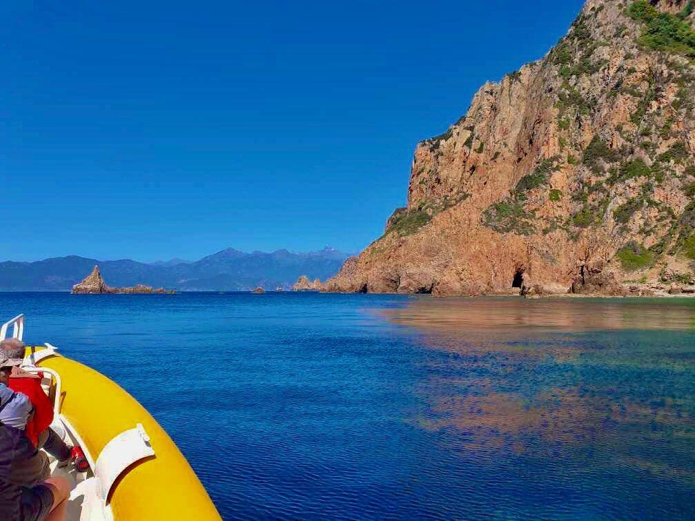 reserver-petit-bateau-avec-skippeur-pour-scandola-Capo-Rosso-depuis-porto-ota