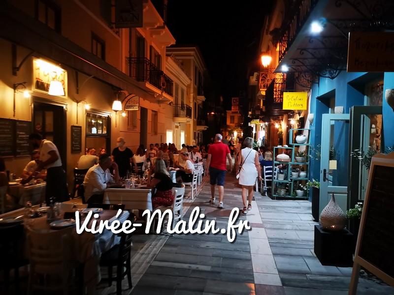 rue-nauplie-soir-restaurant